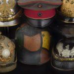 Ensemble de chapeaux, casques et casquettes de la seconde guerre mondiale