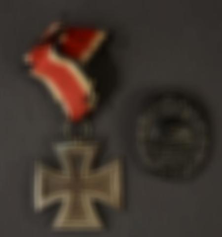 1219-___vente-dobjets-militaires-et-de-souvenirs-historiques-du-xxeme-siecle - Lot 439
