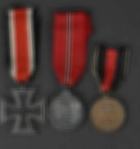 1219-___vente-dobjets-militaires-et-de-souvenirs-historiques-du-xxeme-siecle - Lot 452