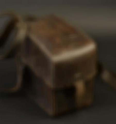 1219-___vente-dobjets-militaires-et-de-souvenirs-historiques-du-xxeme-siecle - Lot 526