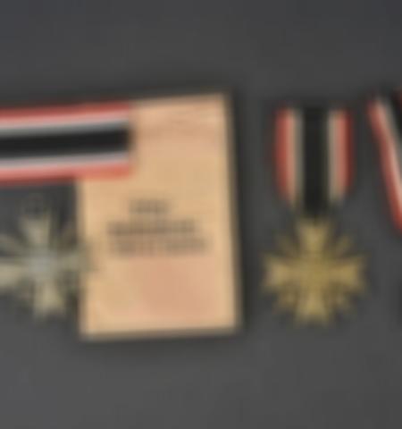 1219-___vente-dobjets-militaires-et-de-souvenirs-historiques-du-xxeme-siecle - Lot 547