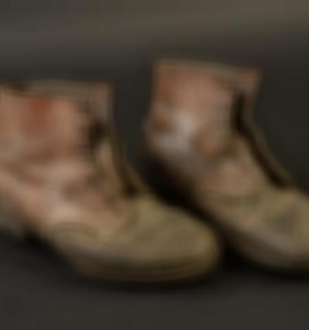 1219-___vente-dobjets-militaires-et-de-souvenirs-historiques-du-xxeme-siecle - Lot 590