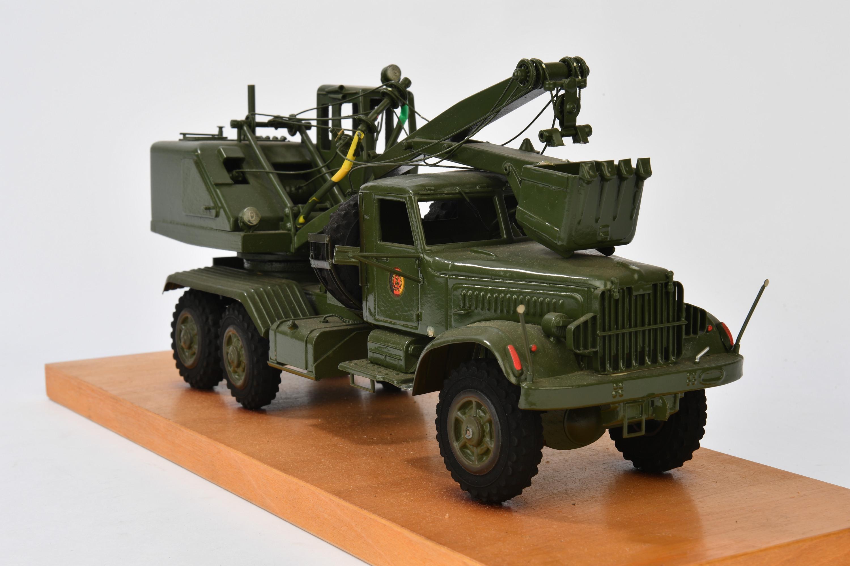 v hicule militaire d instruction sur socle aiolfi g b r. Black Bedroom Furniture Sets. Home Design Ideas